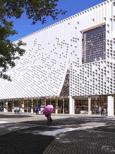 کتابخانه مرکزی ماکائو؛ مقصد سفری درونشهری